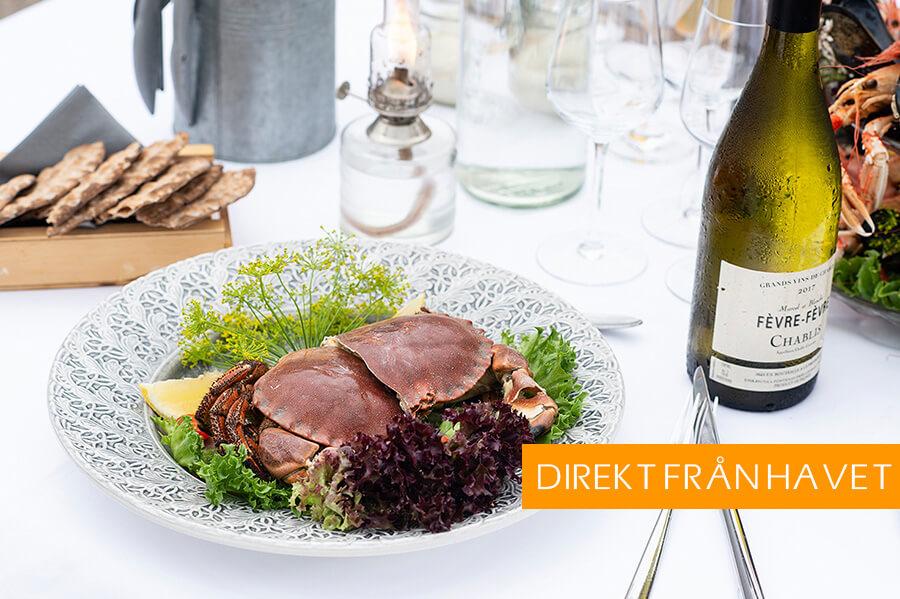 Smaka på fångsten! Boka vårt paket med krabbfiske och seafood lunch på en av våra fina restauranger i hamnen.