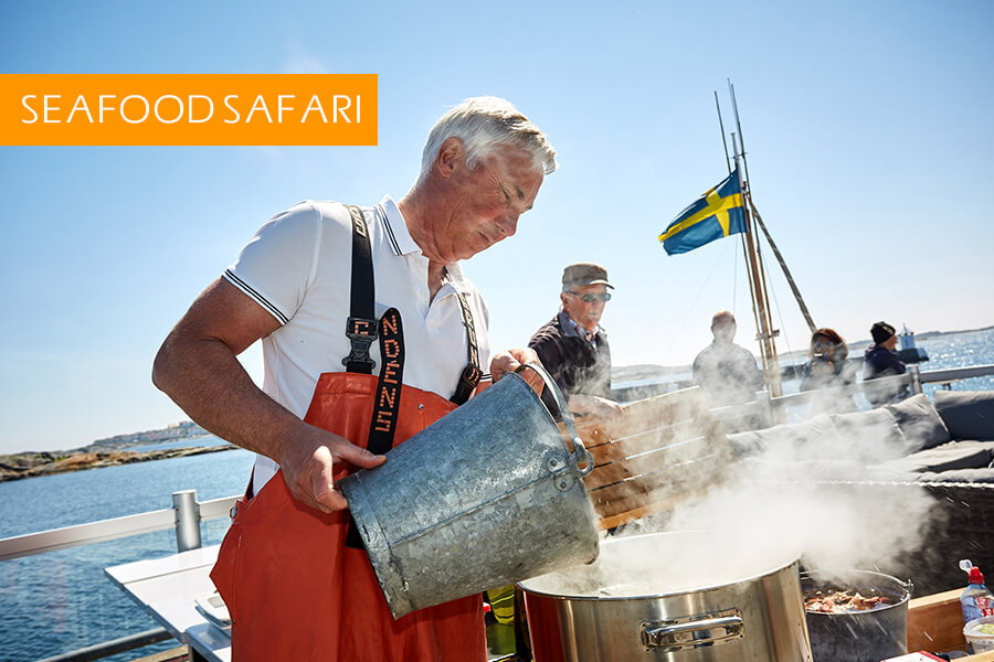 1000h We depart from Hönö Klåva with a two hour boat trip including crab fishing and seal safari 1200h We cook the crab at the pier 1230h Three course seafood menu with crab as starter, fish of the day as main course, and dessert at one of the best restaurants in the port