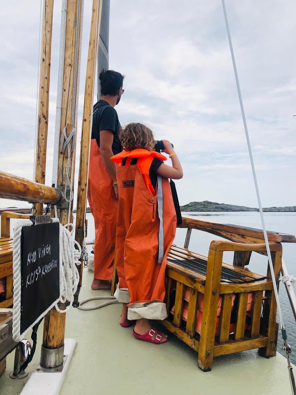 På väg till fiskeplatsen spanar vi efter säl och sjöfågel