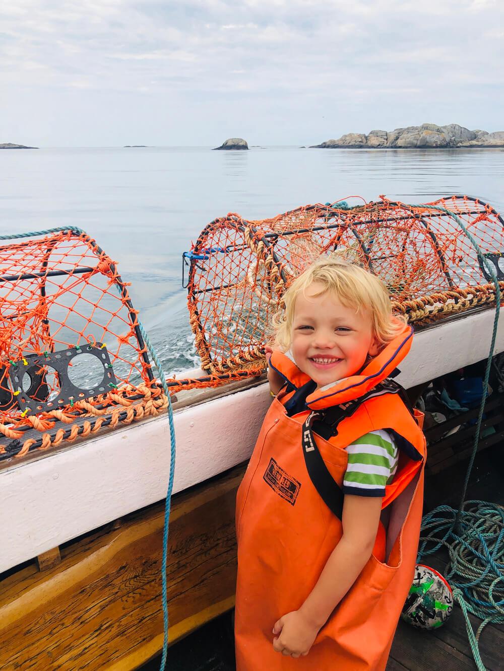 swedish family fiskar krabba med kastor